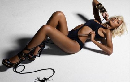 Selita Ebanks. What a bird!