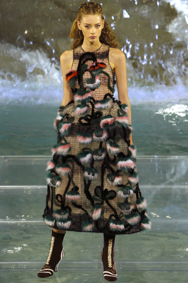 Fendi-90-Anniversary-Fashion-Show-Look-4
