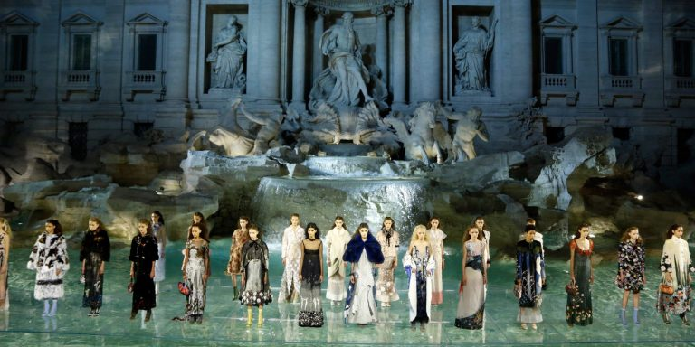 Fendi-90-Anniversary-Fashion-Show-Trevi-Fountain-1