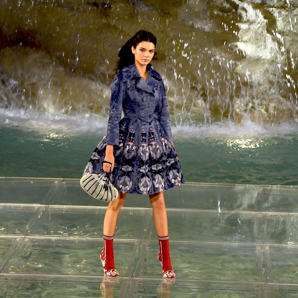 Fendi-90-Anniversary-Fashion-Show-Trevi-Fountain-Kendall-Jenner