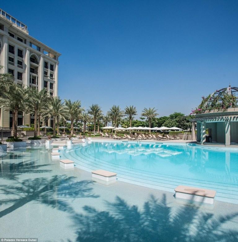Haute-Today-Palazzo-Versace-Dubai-Pool