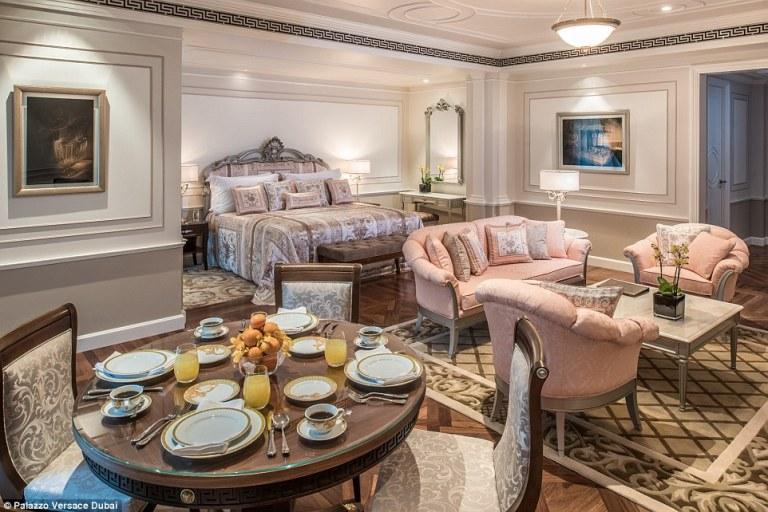 Haute-Today-Palazzo-Versace-Dubai-Suite-2