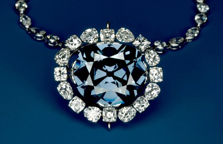 Amazing neckless featuring the world's most expensive and valuable Hope Diamond
