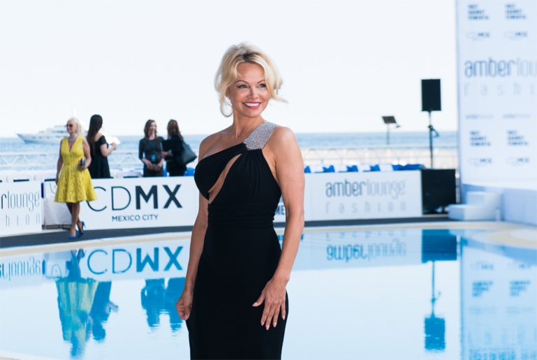 Pamela-Anderson-Monaco-Grand-Prix-Mexico-City